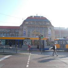 駅前の停留所です。
