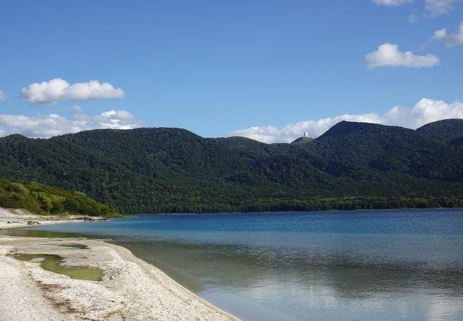 神秘さ漂う湖 (宇曽利山湖)