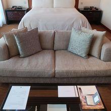 ベッドからでもソファからでもTVが見やすい