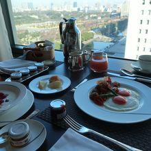 ルームサービスでの朝食