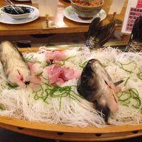 御膳とは別に鯉の洗いや茸汁が取れるように置いてありました。