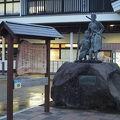 写真:白虎隊士の像