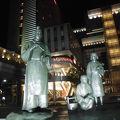 写真:大伴家持像 (高岡駅北口前広場前)
