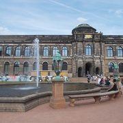 ツヴィンガー宮殿の建物の一部です。