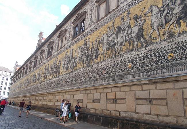 レジデンツ宮殿の北東のエリア中庭にあります。