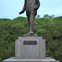 池田隼人氏銅像