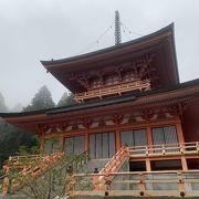 東塔は、阿弥陀堂の横にあります。