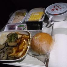 一般の機内食、一回目はこちら。