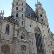 荘厳なゴシック様式の大聖堂