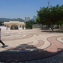 媽閣廟の前にある広場