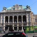 写真:ウィーン国立歌劇場 (国立オペラ座)