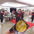 写真:新宿西口広場イベントコーナー