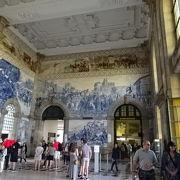 壁面のアズレージョが壮大