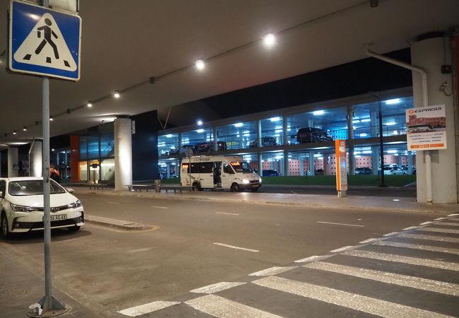 エレバン空港へのアクセス