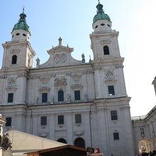 旧市街にある大きな大聖堂