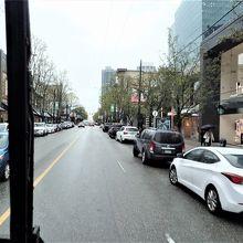 5番バスの中から見たロブソン通りの様子