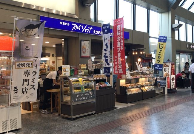 空港のお土産ショップ