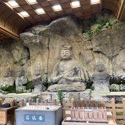 奈良時代の石仏が現存しています