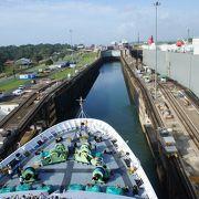 実際に通過すると良くわかるその仕組み パナマ運河