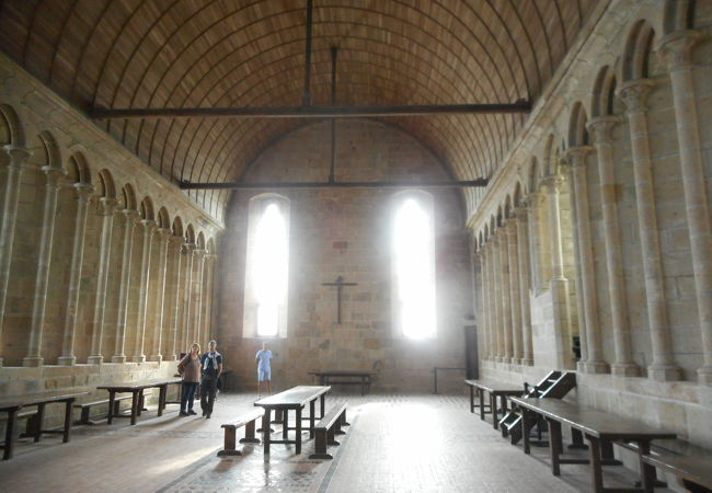 モンサンミッシェル修道院 食事室
