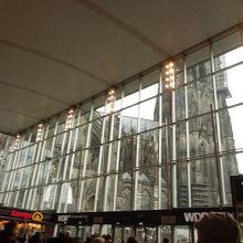 中央駅の中からも見えます