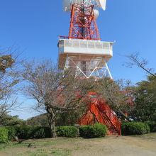 湘南平の上にあるテレビ塔