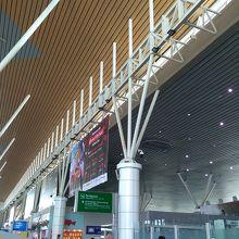 きれいで立派な空港です。