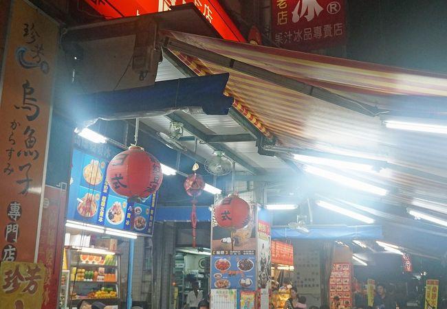 高雄で有名な高雄婆婆冰。食べるならやっぱり創業店がいい。隣に有名なカラスミ店もある。