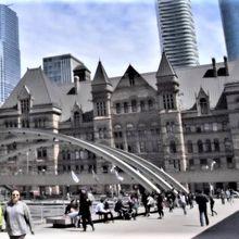 新庁舎に比べると、やや「古臭い」が、思い出せば愛着を感じる建物だ