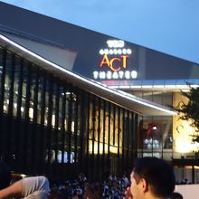 完売必至の人気公演も開催されるシアター