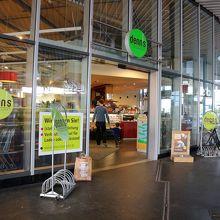 ゲズンドブルネン駅(Gesundbrunnen)日曜日も開店