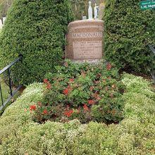 モンゴメリの墓 (共同墓地)