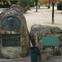 ノーマン カズンズ氏記念碑
