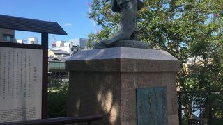 歌舞伎の創始者の像