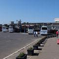 市内の外れにあるバスターミナル