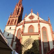 マリエン広場の教会