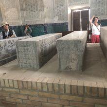 墓石が4つ