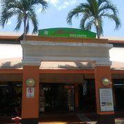 天天海南鶏飯のチキンライスで有名なホーカーセンター