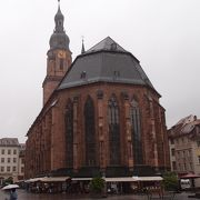 マルクト広場に建つ教会です