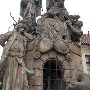 30体の聖人像