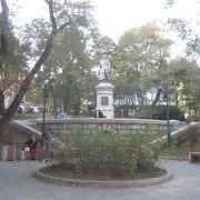 セルゲイ ラゾ像