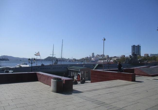 ウラジオストック125周年記念碑