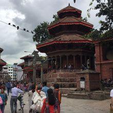 クリシュナ寺院 (チャヤシンデガ)