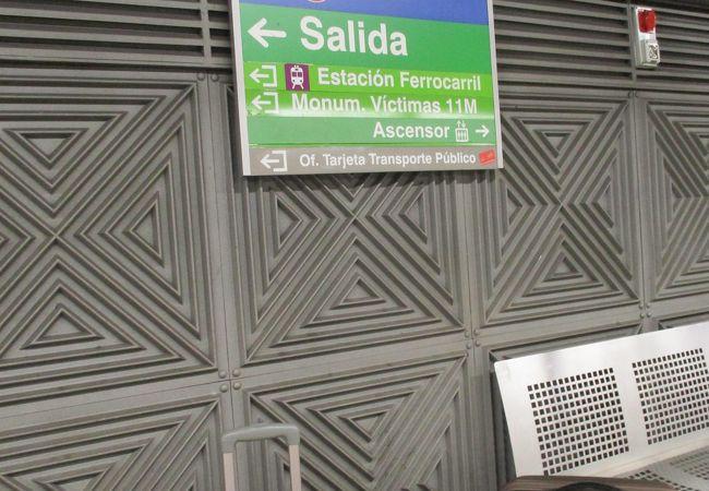 RenfeのAVEに乗るために、アトーチャ駅に移動。 隣接するメトロの駅は、アトーチャ・レンフェ駅です