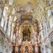 外観からは想像できない豪華な教会