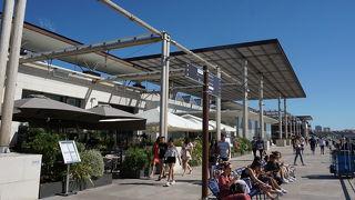 海沿いにある大型ショッピングセンター、テラスがイチオシ!
