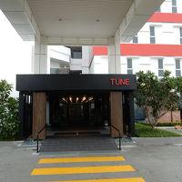 空港ターミナルからバス乗場を越える渡り廊下は注意(中2階!)