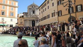 観光客でいっぱい
