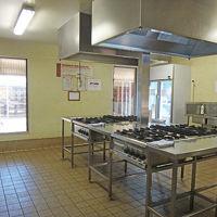 共同キッチン(大型冷蔵庫が2つあります)