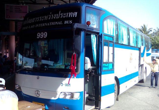 パクセー行き国際バス